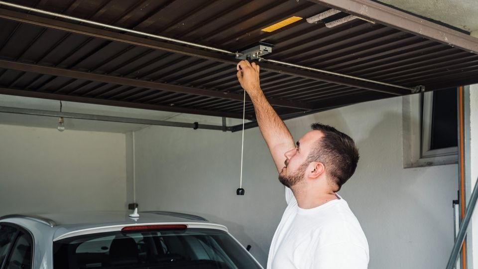 fast garage door repair service